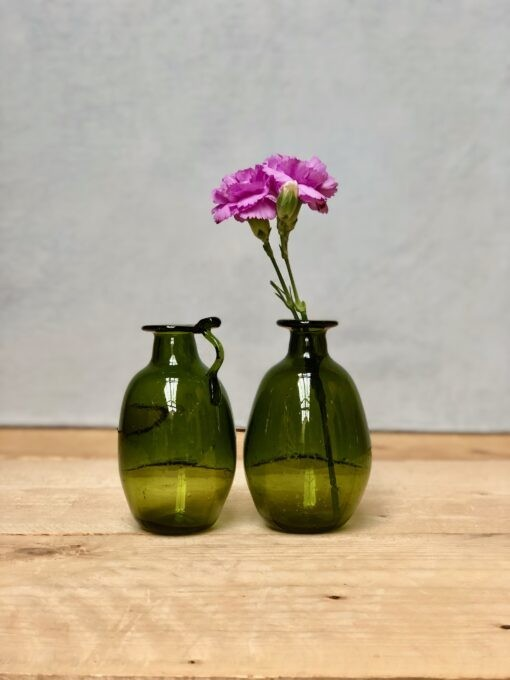 la-soufflerie-amour-sans-anse-avec-anse-vase-bud-vase-olive-hand-blown-recycled-glass
