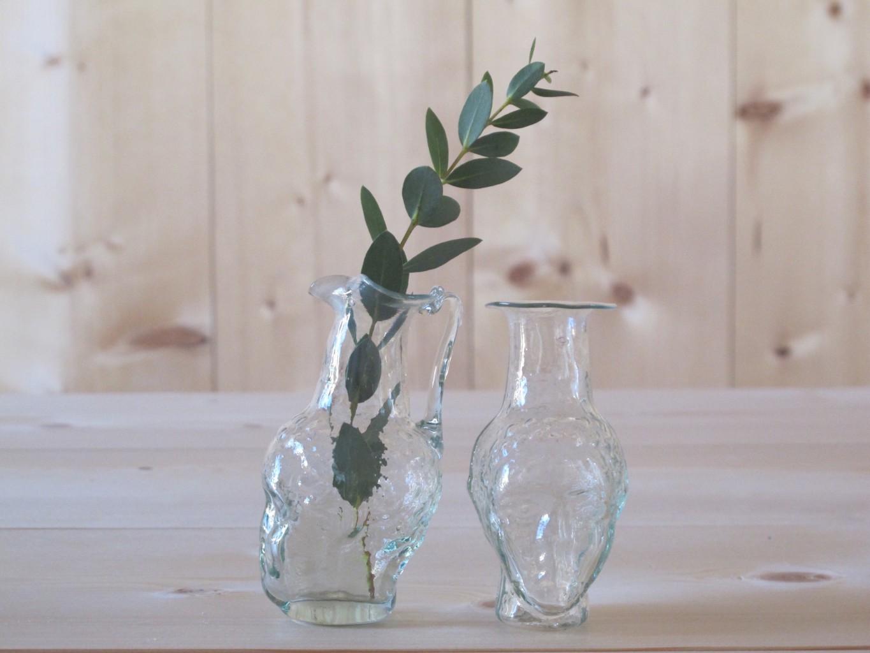 L to R: Johnas avec anse and Johnas sans anse head-shaped handblown glass vases