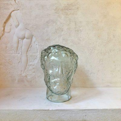 périclès-head-statue-in-transparent-recycled-glass