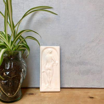 la-soufflerie-d'apres-durer-plaster-bas-relief-sculpture