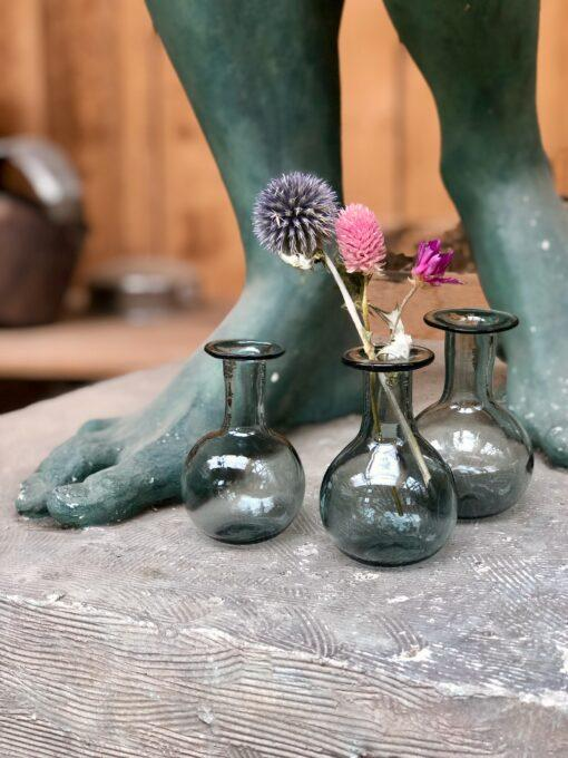 piccola-bud-vase-with-dried-flowers-in-a-smoky-colored-hand-blown-recycled-glass
