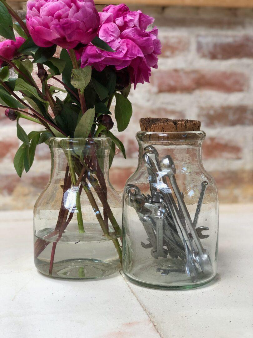 albarelle-petit-containers-with-flowers-and-cork-top-in-transparent-hand-blown-recycled-glass