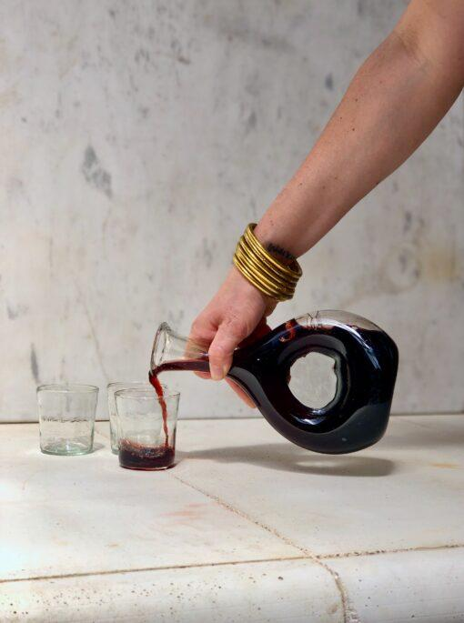 decanteur-carafe-pouring-red-wine-into-hand-blown-recycled-glass