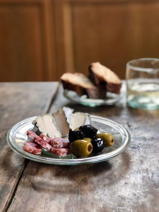 assiette-16cm-plate-with-cheese-and-olives-transparent-recycled-glass